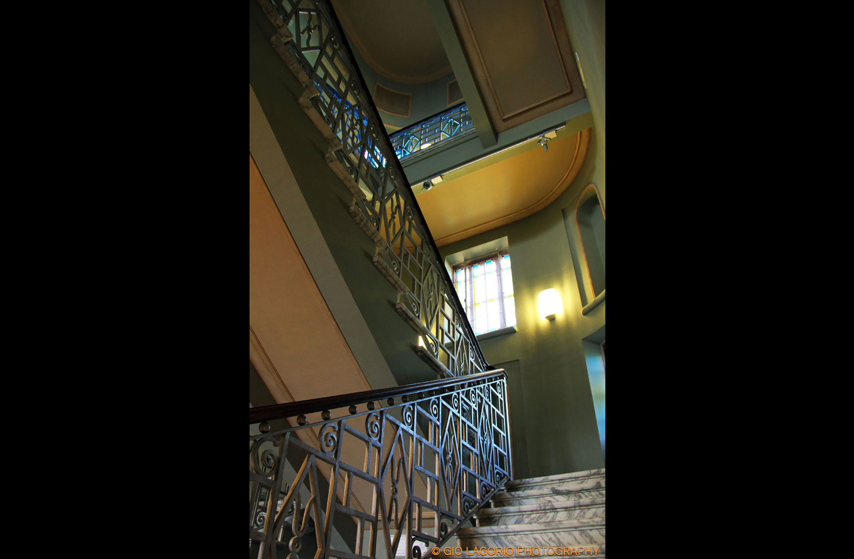 Le scale di accesso a piani superiori
