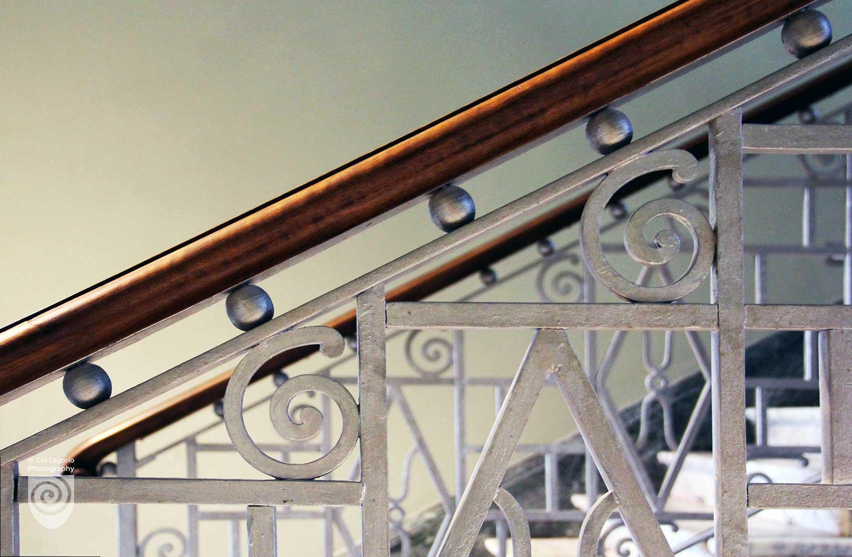 Dettaglio della ringhiera delle scale