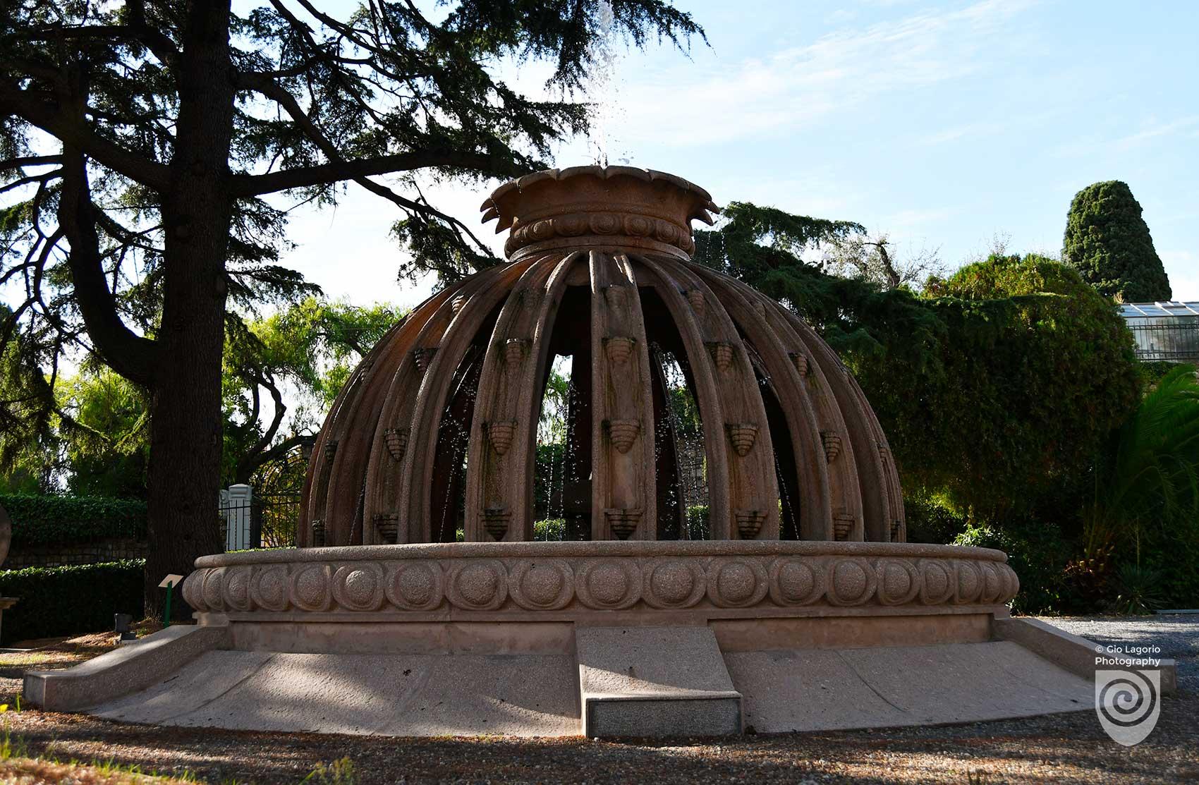 Fontana del buon auspicio, a forma di melograno