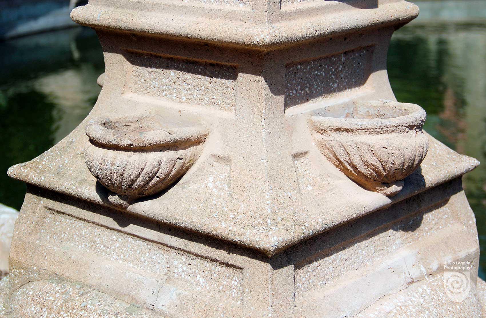 Veduta sulla fontana e villa sullo sfondo