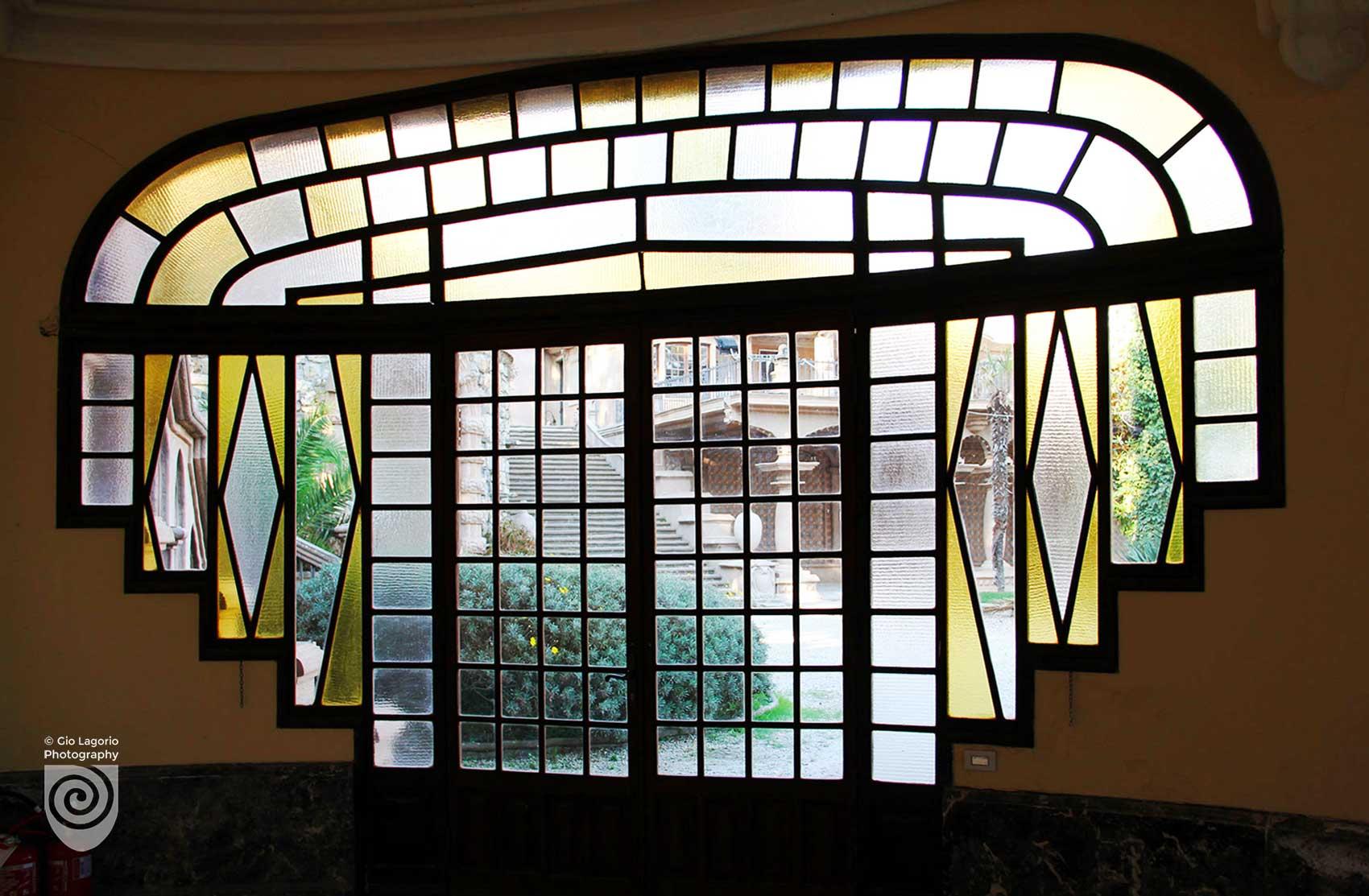 Esterni visti dalla vetrata del salone