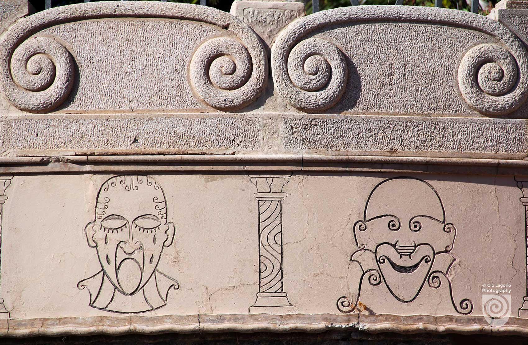 Maschere teatrali stilizzate realizzate du disegno di Grock